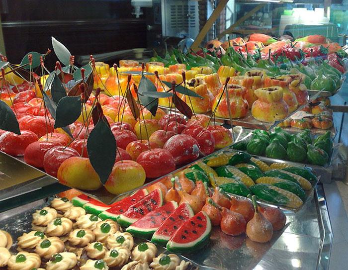 Сицилийские марципановые фрукты. Фото: Dedda71/commons.wikimedia.org