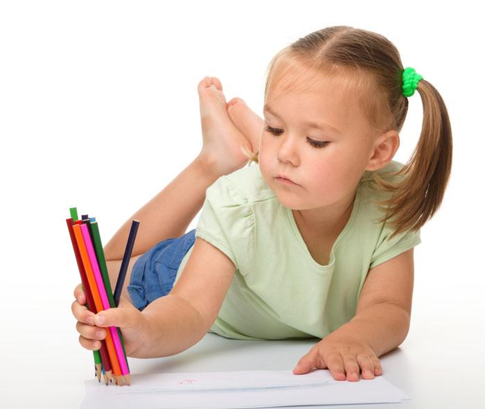 Одним из ключиков к определению состояния ребенка может служить то, что он рисует. Фото: Serhiy Kobyakov/Photos.com