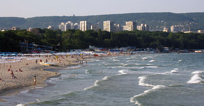 Варна — третий по величине портовый город и курорт в Болгарии, жемчужина болгарского Черного моря. Расположен в Варненском заливе с удобным выходом к морю. Фото: Harrieta171/commons.wikimedia.org