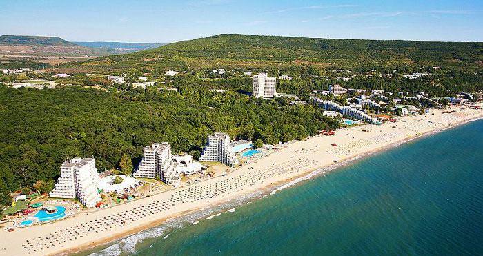 Албена – самый молодой курорт Болгарии, крупнейший бальнеологический центр страны, обладатель награды «Синий флаг» за экологическую чистоту воздуха. Фото: Boby Dimitrov/commons.wikimedia.org
