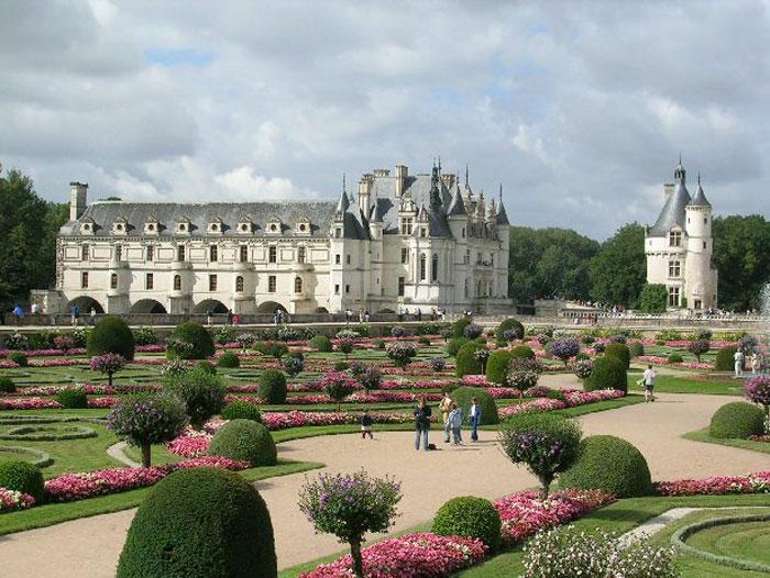 Замок Шенонсо — «дамский замок». Один из наиболее любимых, известных и посещаемых замков Франции. Является частной собственностью, но открыт для посещения. Фото: Bilbo/commons.wikimedia.org