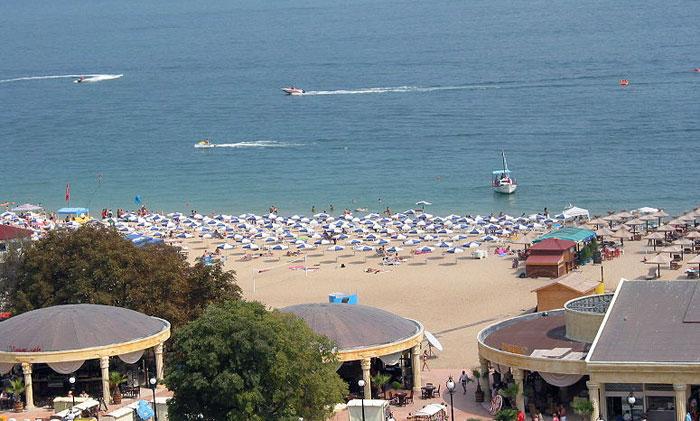 Золотые Пески в Болгарии – самый популярный курорт. Золотые Пески получили свое название благодаря протяженному широкому пляжу с мелким песком. Фото: Extrawurst/commons.wikimedia.org