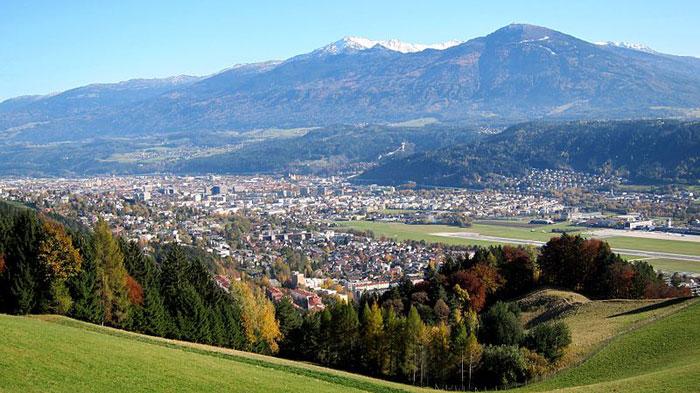 Своей популярностью Инсбрук обязан неповторимой комбинации культурных, природных и спортивных достопримечательностей. Фото: Christoph Derganc/commons.wikimedia.org