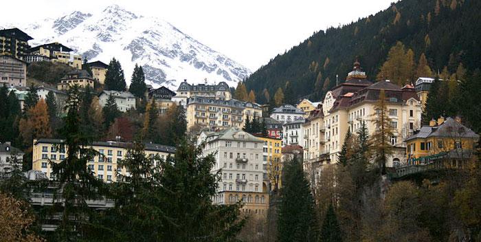 Бад-Гаштайн — дорогой курорт в регионе Гаштайнерталь, расположенный в долине на высоте 1600 м. Его главная особенность — возможность сочетать катание с оздоровлением в термальных источниках. Фото: Usien/commons.wikimedia.org