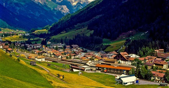 Санкт-Антон (полное название города Санкт-Антон-ам-Арльберг), один из самых дорогих и известных горнолыжных курортов Австрии. Фото: Thomas Tolkien/commons.wikimedia.org