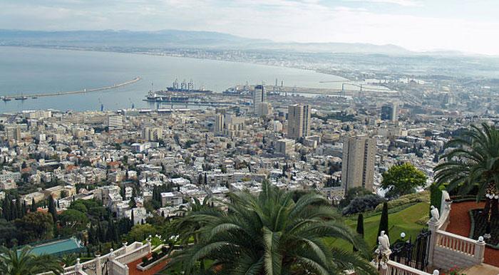 Хайфа — третий по величине город Израиля и второй по величине морской порт, лежит на склонах горы Кармель. Фото: David Shankbone/commons.wikimedia.org