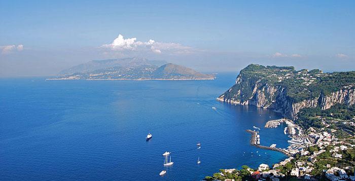 Анакапри — город в Италии на острове Капри. Фото: Elenagm/commons.wikimedia.org