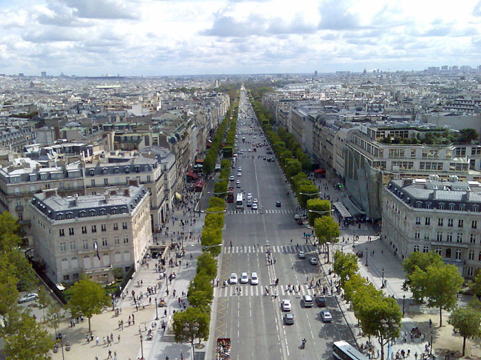 Елисейские поля. Вид с вершины Триумфальной арки, Париж. Фото: Mark Kobayashi-Hillary/commons.wikimedia.org