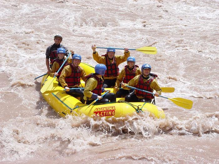 Одно из любимых мест туристов - река Мендоса, пригодная для спуска на плотах и байдарках, а также для других мореходных круизов.Фото: Каролина Джириати/Великая Эпоха (The Epoch Times)
