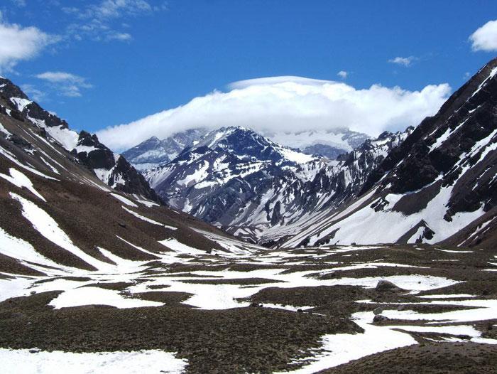 Пик Аконкагуа, 6959 метров высотой, расположен в области Лас Эрас (всего в 180 км. от города Мендосы, где устраиваются экскурсии на гору Альта Монтана (Высокая Гора).Фото: Каролина Джириати/Великая Эпоха (The Epoch Times)