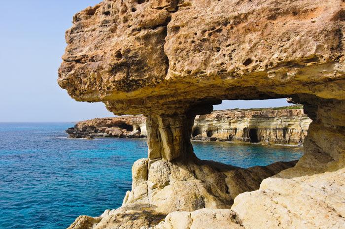 Морские пещеры Капо Греко, Кипр. Фото: Andriy Markov/Photos.com