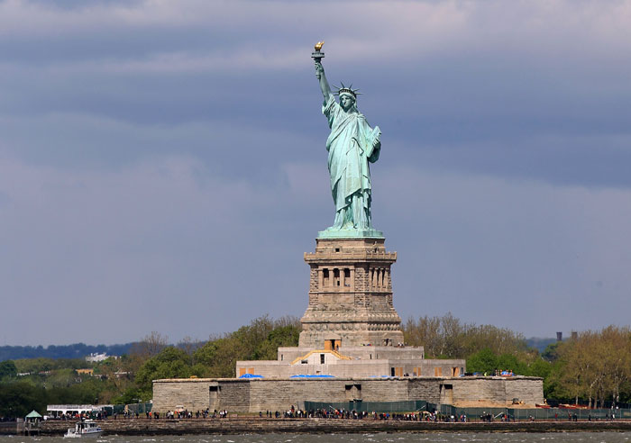 Статуя Свободы — одна из самых знаменитых скульптур в США и в мире, часто называемая «символом Нью-Йорка и США». Фото: Bruce Bennett/Getty Images