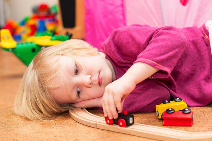 Малыши могут жаловаться друг на друга, «ябедничать», требовать внимания от родителей, расстраиваться, если что-то идет не так, как им хотелось бы. Фото: Марина Пестерева/Photos.com