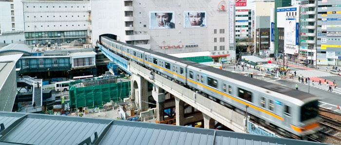 Токио, Япония. На улицах, в метро и общественном транспорте мегаполисов нужно быть крайне аккуратными, так как там часто действуют профессиональные мошенники. фото: Keith Tsuji/Getty Images