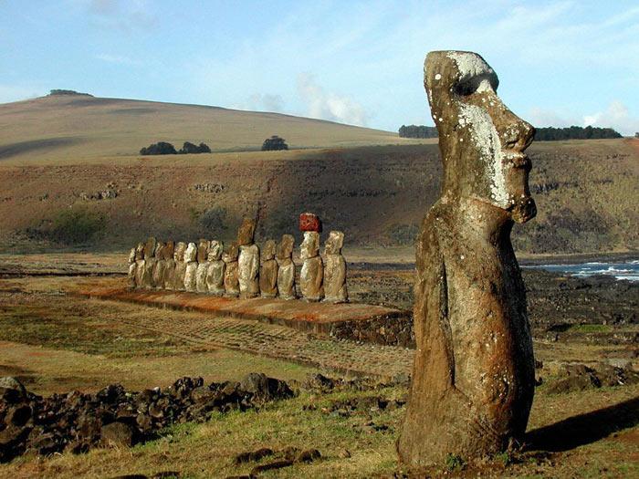 Cтатуи моаи с острова Пасхи в Чили. Фото: HO/AFP/Getty Images
