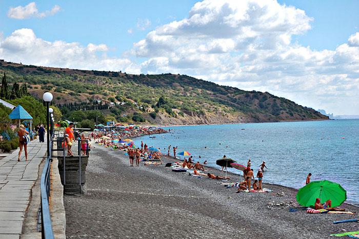 Галечный пляж в Канаке, Крым, Украина. Фото: Krishtal Aleksandr/commons.wikimedia.org