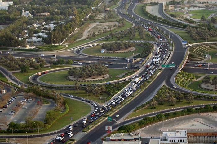 В ОАЭ огромное количество прокатов машин. Выбор автомобилей тоже очень большой - от маленькой Тойоты «Эхо» до огромных многоместных автобусов с водителем. Фото: NASSER YOUNES/AFP/Getty Images