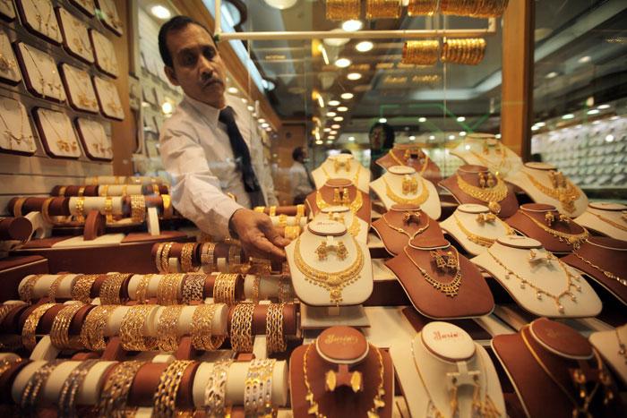 Из ОАЭ можно вывозить украшения из драгоценных металлов и камней (с приложенным чеком). Фото: Dan Kitwood/Getty Images