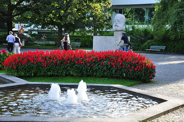 Цюрих, Швейцария. В 2011 году Цюрих занял второе место в мире по качеству жизни, в 2012 году признан самым дорогим городом мира. Фото: Roland zh/commons.wikimedia.org