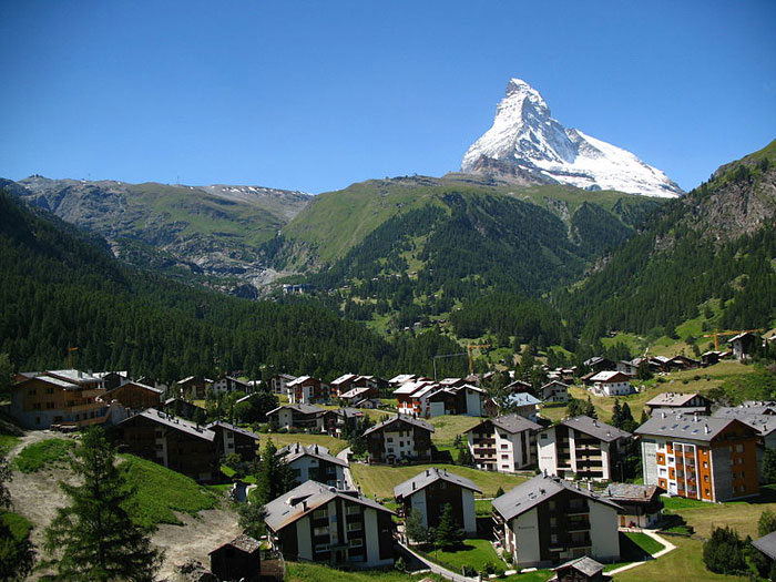 Церматт — деревня и община, один из самых известных курортов в Швейцарии, на юге кантона Вале, практически на границе с Италией. Фото: Andrew Bossi/commons.wikimedia.org