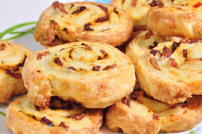 Слоеные булочки с беконом и сыром. Фото: bour3/flickr.com