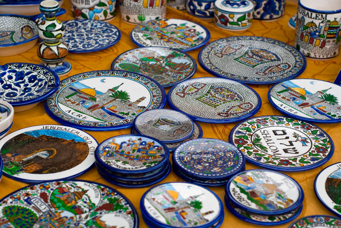 Сувенирная израильская посуда. фото: Alexandr Dvorak/Photos.com