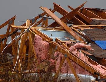 Последствия торнадо. Фото РИА Новости