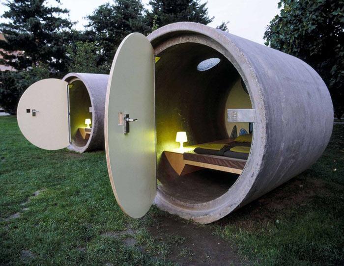 Внутреннее убранство номеров в бетонных трубах Das Park Hotel. фото: Bogdan Simion/flickr.com