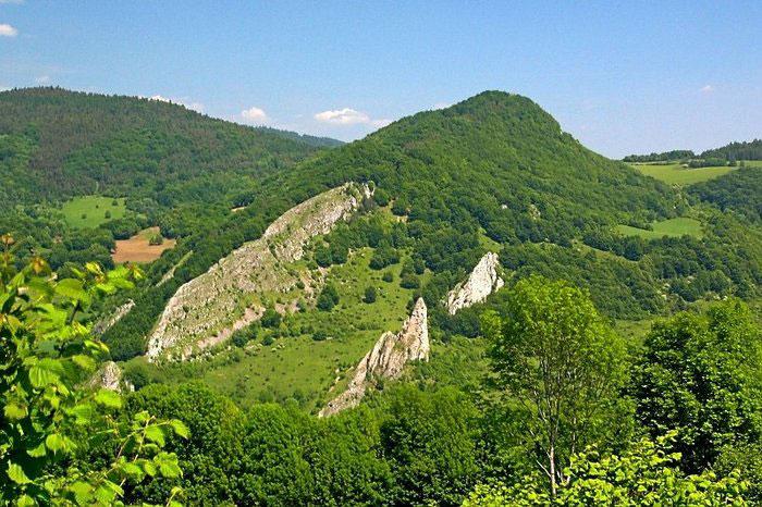 Белые Карпаты служат естественной границей между Чехией и Словакией. Высшая точка — гора Велька Яворина, 970 м над уровнем моря, находящаяся неподалёку от г. Нове Место-над-Вагом. Фото: Prazak/commons.wikimedia.org