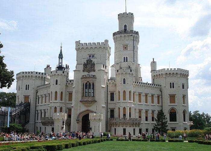 Замок Глубока-над-Влтавой — замок в Южной Чехии, построенный в псевдоготическом стиле. Находится в г. Глубока-над-Влтавой в 140 км к югу от Праги. Фото: July Morning/commons.wikimedia.org
