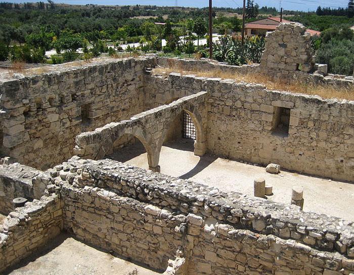 Руины замка Колосси — средневековый замок на южном берегу Кипра. Фото: SashaCoachman/commons.wikimedia.org