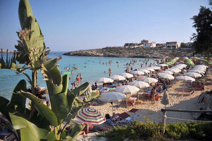 Лампедуза — небольшой итальянский вулканический остров в Средиземном море, Италия. Фото: Tullio M. Puglia/Getty Images