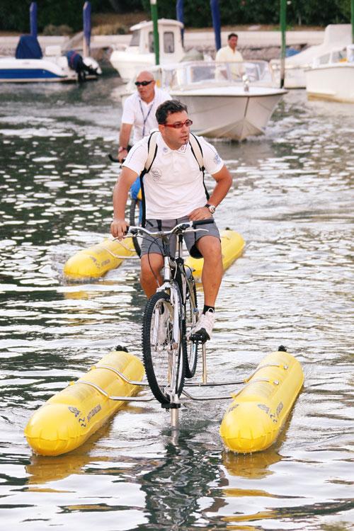 Пляжный отдых хорошо сочетать с водными видам спорта - серфингом, парусным спортом, дайвингом, просто катанием на лодках или водном велосипеде. Фото: Vittorio Zunino Celotto/Getty Images
