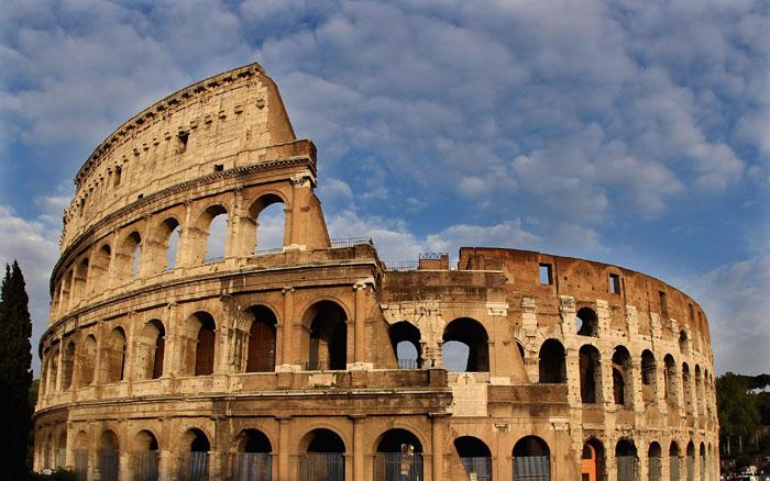 Колизей - крупнейший и наиболее знаменитый из римских амфитеатров. Фото: Julian Finney/Getty Images