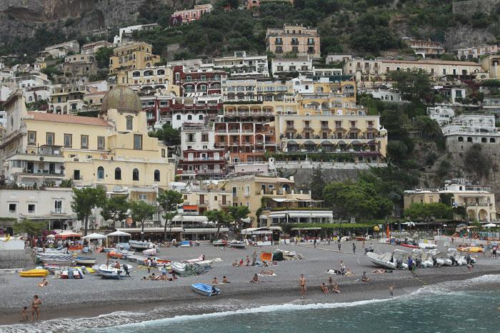 Позитано, Италия. Побережье Амальфи является одним из самых популярных мест в Италии для туристов. Фото: Sean Gallup/Getty Images