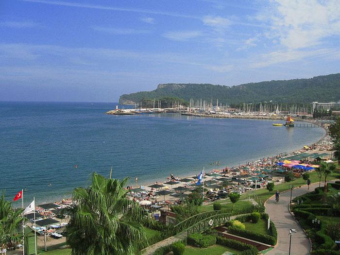 Пляж в Анталье, Турция. Фото: Crymaker/commons.wikimedia.org