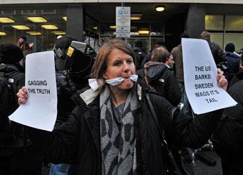 Джулиан Ассандж, глава Wikileaks  арестован на неделю. Фото:Карл де СУЗА/AFP/Getty Images