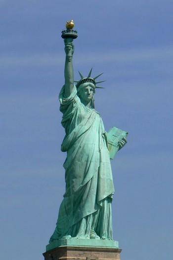 Власти США объявили о закрытии на год Статуи Свободы. Фото с demiart.ru