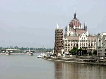 Здание парламента в Будапеште. Фото с trekearth.com