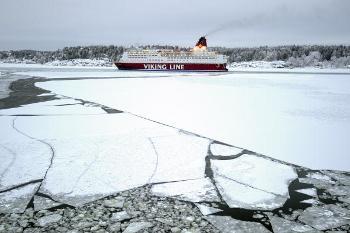 В Балтийском море лед сковал суда с тысячами пассажиров. Фото: OLIVIER MORIN /AFP /Getty Images