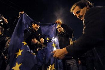 В Афинах произошли массовые беспорядки. Фото: LOUISA GOULIAMAKI /AFP /Getty Images