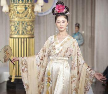 Модель на конкурсе одежды династии Хань (2009г.). Фото: Эдвард Дай /Великая Эпоха