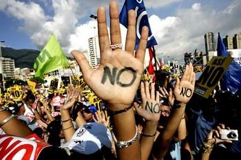 Грецию парализовали забастовки. Фото: restisland.ru