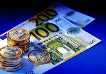 Обменный курс евро обвалился на мировом валютном рынке. Фото: novoskop.ru