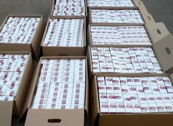 Две из пяти выкуренных в Литве сигарет завезены в страну нелегально. Фото: runet.lt