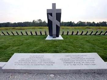 Памятник красноармейцам в Оссуве. Кадр телеканала TVP