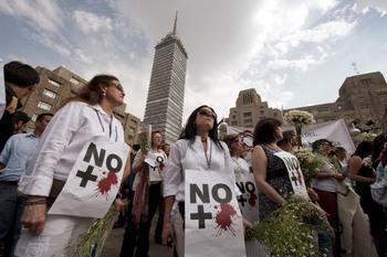Мексика должна немедленно расследовать дело о массовом захоронении. Фото:ALFREDO ESTRELLA/AFP/Getty Images