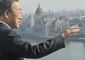 Генеральный секретарь ООН прибыл с рабочим визитом в Россию. Фото:ATTILA KISBENEDEK/AFP/Getty Images