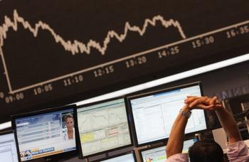 Фондовые торги мира в понедельник потерпели всеобщее понижение индексов. Фото: Ralph Orlowski/Getty Images