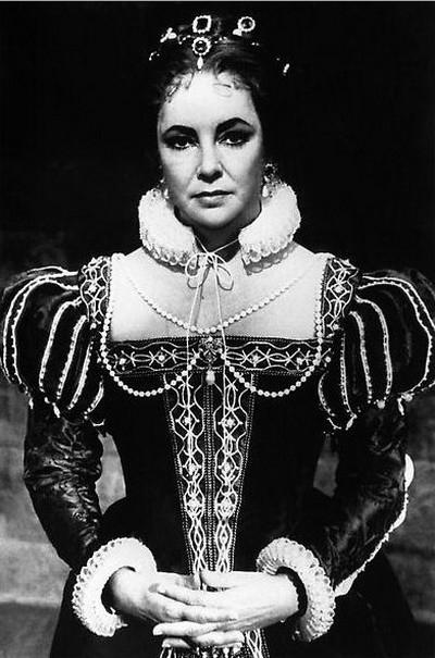 Элизабет Тейлор  12 декабря 1980 году в Лондоне. В   фильме «Зеркало треснуло», в котором она играла роль королевы Марии Стюарт. Фото: AFP/Getty Images